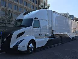 2013 volvo semi volvo shows off its supertruck achieves 88 freight efficiency