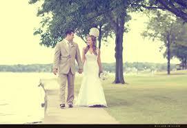 wedding photographers wi bobby s lake lawn resort wedding photography wisconsin