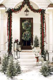 this gorgeous outdoor holiday display features garland red