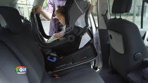 comment attacher un siège auto bébé comment bien utiliser siège auto groupes 0 et 0