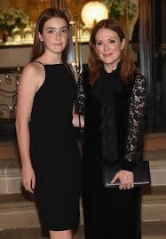 julianne moore brings lookalike daughter liv freundlich to new