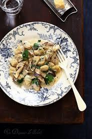 cuisiner les gnocchis gnocchi sauce aux cèpes un déjeuner de soleil