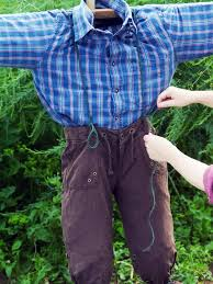 how to make a scarecrow how tos diy