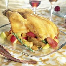 cuisine chapon roti recette chapon rôti et ses pommes farcies au boudin