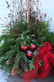 Large Outdoor Christmas Ornaments by Best 25 Christmas Urns Ideas Only On Pinterest Outdoor