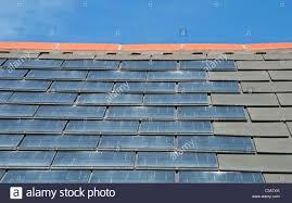 Ein Haus Solar Dachziegel Auf Ein Haus In Großbritannien Stockfoto Bild