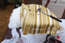 comment retapisser un canapé existe t il des tapissiers pas chers tapissier décorateur