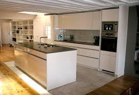 cuisine sur parquet carrelage sol pour cuisine moderne beau parquet dans une cuisine
