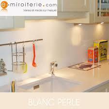 crédences de cuisine en verre laqué sur mesures crédence de cuisine en verre laque sur mesure blanc perle deco