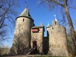 Build A Small Castle Castell Coch Wikipedia