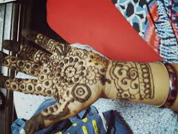 designing henna tatoos on my mom u0027s hand 3 talent challenge