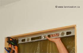 comment poser une porte de chambre installer une porte intérieure pose du chambranle
