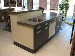 modele cuisine avec ilot bar ilot centrale de cuisine cuisine classique grise avec ilot