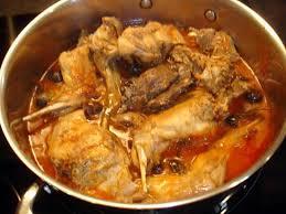 cuisiner un lapin au vin blanc recette de lapin à la tomate et épices
