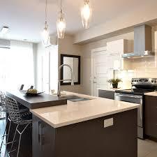 cuisine armoire brune comptoir de cuisine blanc rnover sa cuisine les bonnes mesures des