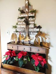 Christmas Decorations Ideas To Make At Home by 25 Ideas Of How To Make A Wood Pallet Christmas Tree Designrulz