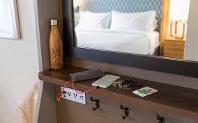 holiday inn u0027s new room design has millennials in mind travel