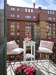 gartenmã bel kleiner balkon chestha tisch dekor balkon