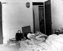 Marilyn Monroe Bathroom by Fascinating Historical Look Into Marilyn Monroe U0027s Death True
