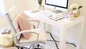 je vais au bureau déco mon petit bureau passe en mode hiver s habille de blanc