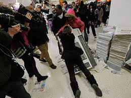best black friday 2014 deals black friday fights break out after shoppers queue all night for
