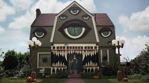 awesome halloween pictures woman turns parents u0027 home into terrifyingly awesome haunted house