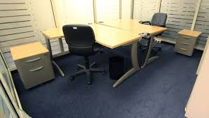 steelcase bureau mobilier steelcase 2 bureaux tnt 2 caissons 1 fauteuil de bureau 1