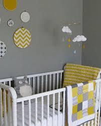 theme chambre bébé mixte une chambre d enfant en gris et jaune la deco sympa et jaune