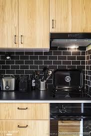 cuisine en carrelage une cuisine en bois moderne avec crédence en carrelage mosaïque