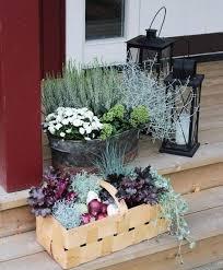 herbstbepflanzung balkon schöne arrangements mit herbstpflanzen in zinneimern und körben