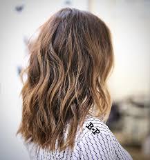 collarbone length wavy hair wavy chestnut brown collarbone length hair with caramel balayage and