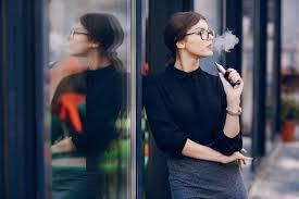 vapoter au bureau la cigarette électronique au bureau c est fini top santé