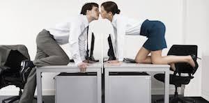 l amour dans le bureau 44 des français favorables à une histoire d amour au bureau