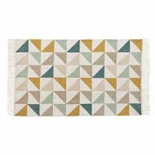 tapis chambre tapis motif triangles en coton 60 x 100 cm maisons du monde
