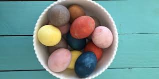 how to make easter eggs how to make natural easter egg dyes homemade dye recipes for