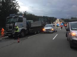 Polizei Bad Camberg Lkw Verunglückt Langer Stau Nach Unfall Auf Der A3 Fnp De