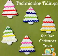 technicolor tidings diy felt and ric rac tree ornaments