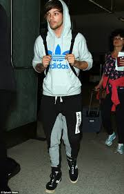 louis tomlinson full biography one direction s louis tomlinson arrives in la after partying with
