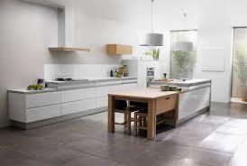 cuisine blanche et grise cuisine blanche mur bleu canard
