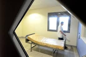 chambre d isolement en psychiatrie etienne du rouvray malades entre les