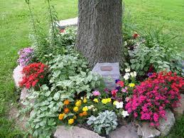 Memorial Garden Ideas Honor A Loved One In Your Garden Memorial Gardens Frame It All