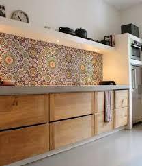 cuisine style marocain une crédence cuisine en carreaux mosaïque inspiration marocaine