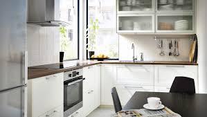 ikea küche metod moderne metod küche in weiß mit grytnäs fronten und vitrinentüren