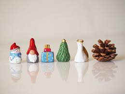 christmas miniatures set 5 christmas ornaments collectible