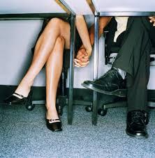 l amour au bureau flirter au boulot une vraie mauvaise idée