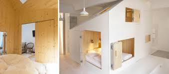 dans une chambre chambre cocon qui renferme une maison cubique par sigurd larsen