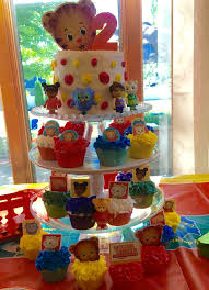Best 25 Daniel Tiger Cake Ideas On Pinterest Daniel Tiger Party