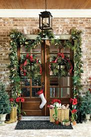 window wreaths how to choose the right size wreath how to decorate