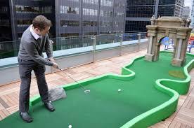 mini golf de bureau toronto office rooftop mini golf mini golf