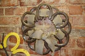 horseshoe wreath valerie green transforms horseshoes into works of tri w news